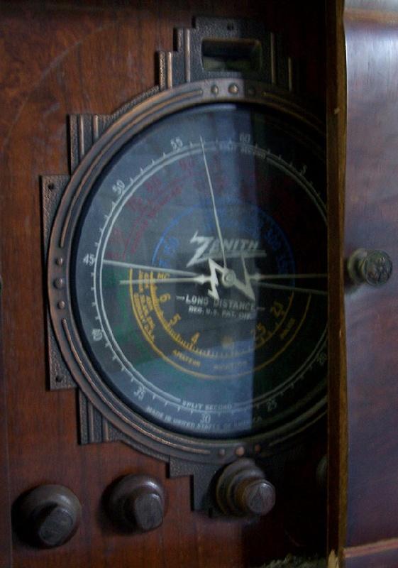 Rare Zenith Stratosphere console radio, model 16 – A – 63
