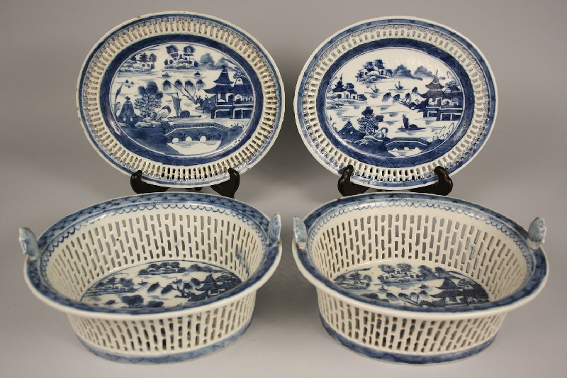 Pair of Chinese Canton reticulated fruit bowls &  underplates