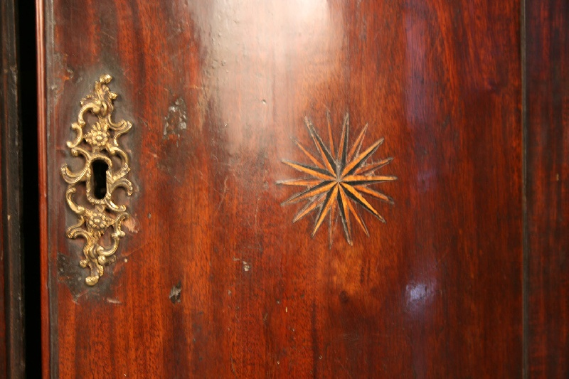 George III inlaid hanging corner cupboard. Mahogany with barrel front, inlaid compass stars, late 18th century