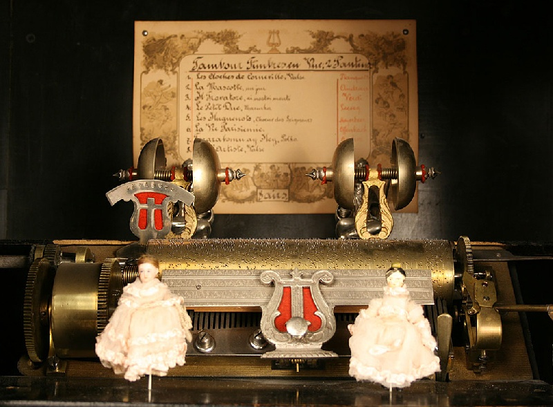Langdorff and Fils Swiss coin operated music box