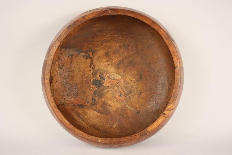 Large Hawaiian Calabash Poi bowl, Iolani Palace history