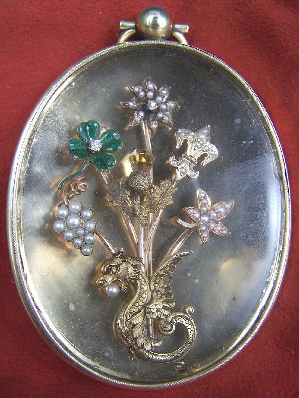 Large Victorian gold pendant case with bouquet design