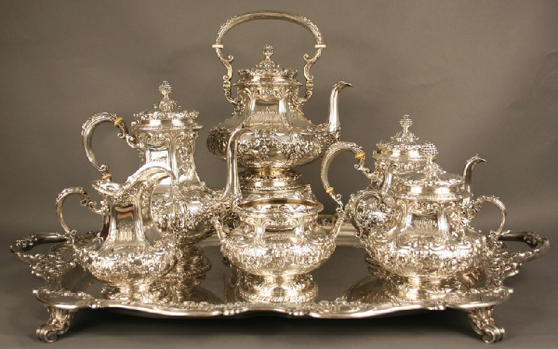 Monumental Gorham 7 piece Sterling silver tea set. Total weight 412.06 oz troy. Early 20th century.