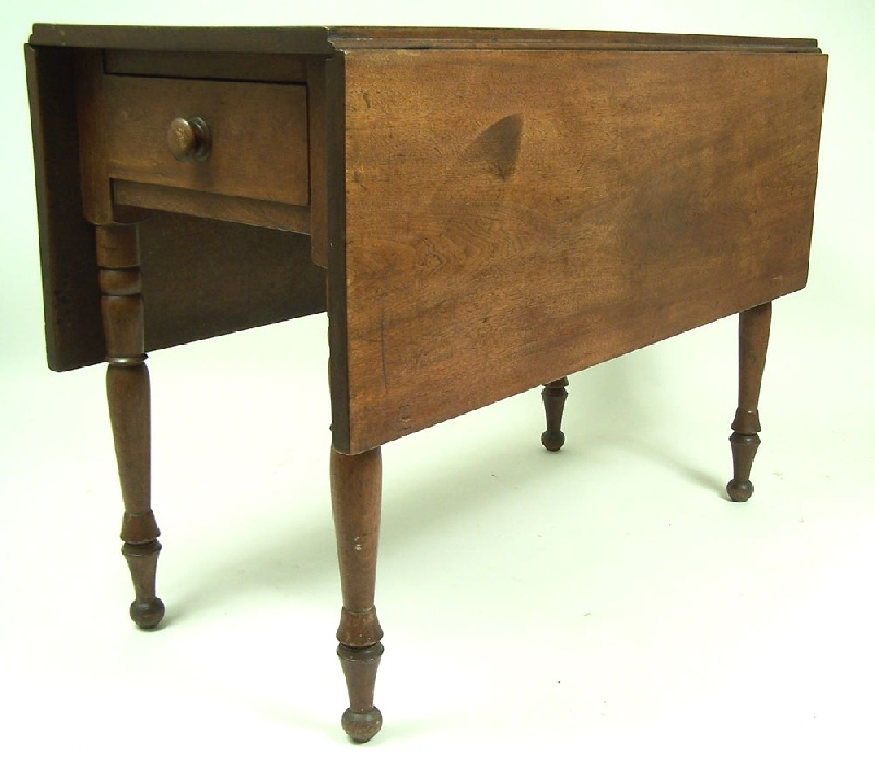Kentucky drop leaf table with drawer (lot#83)