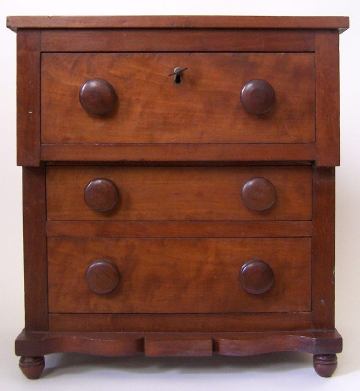 Tennessee miniature chest of drawers