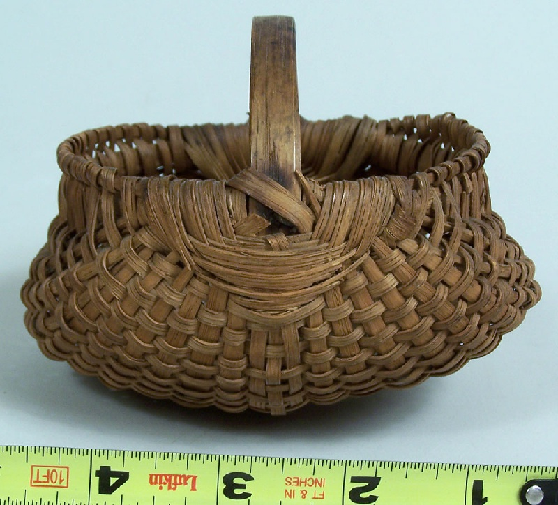 Southern miniature basket, North Carolina or Tennessee (lot#110)