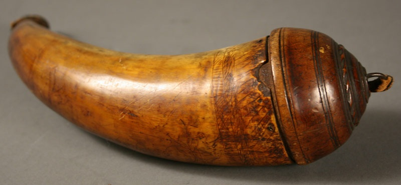 Exceptional scrimshaw engraved powder horn, Revolutionary War period