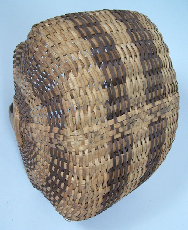 Split oak carrying basket, Southern Appalachian or Cherokee (lot#109)